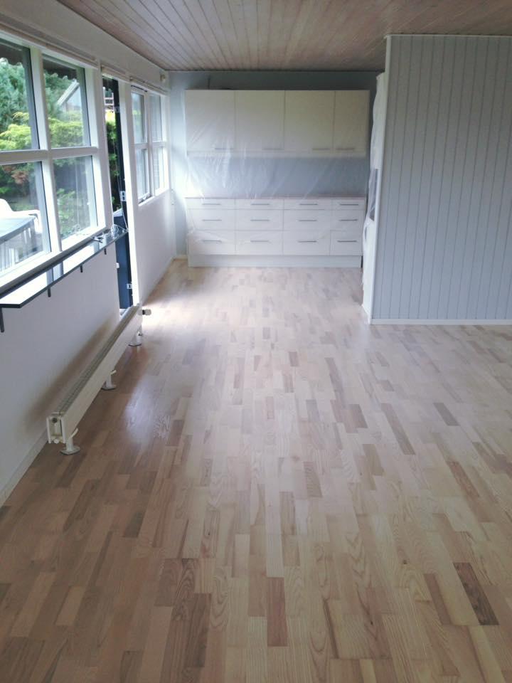 smukke lyse gulve udført af Solrød Gulvservice.