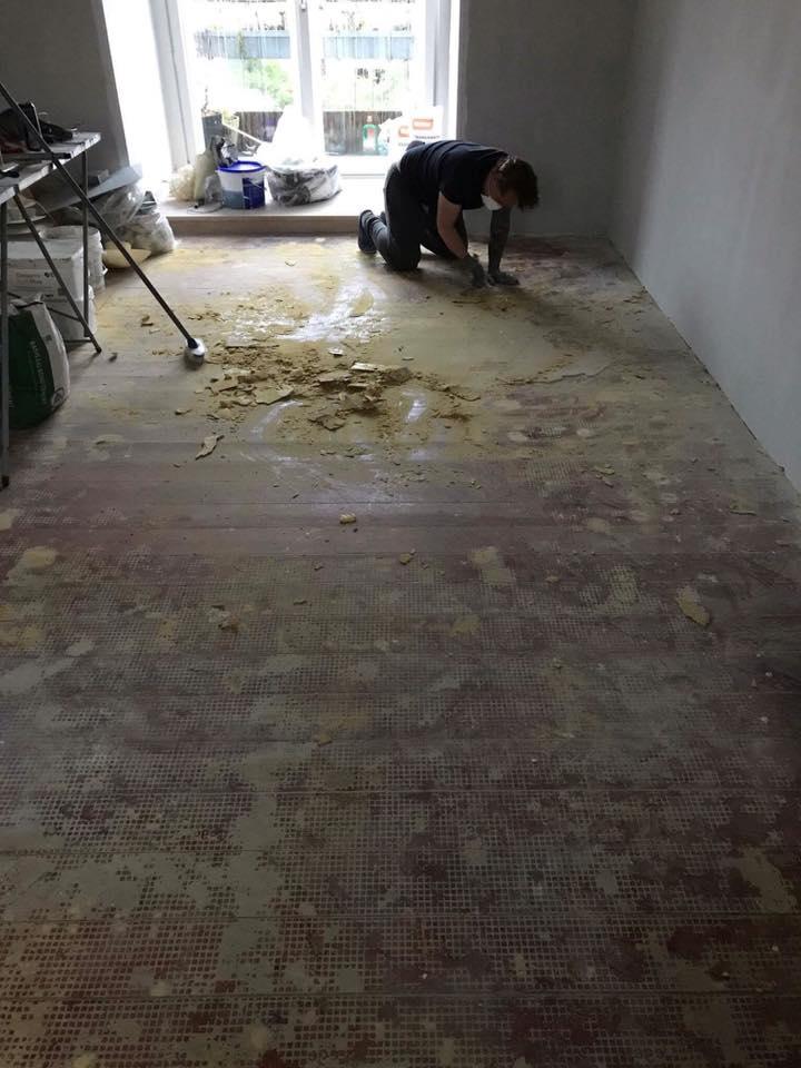klargøring til lægning af nyt gulv.