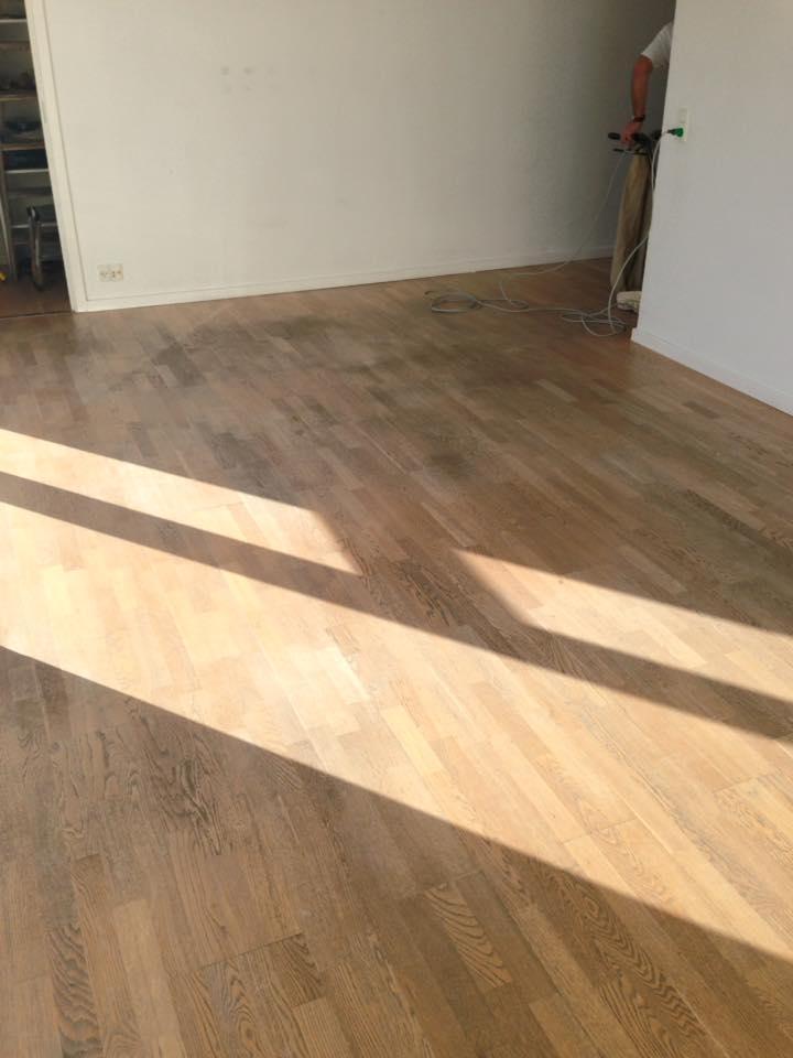 Afslibning af slidte gulve udført af Solrød Gulvservice